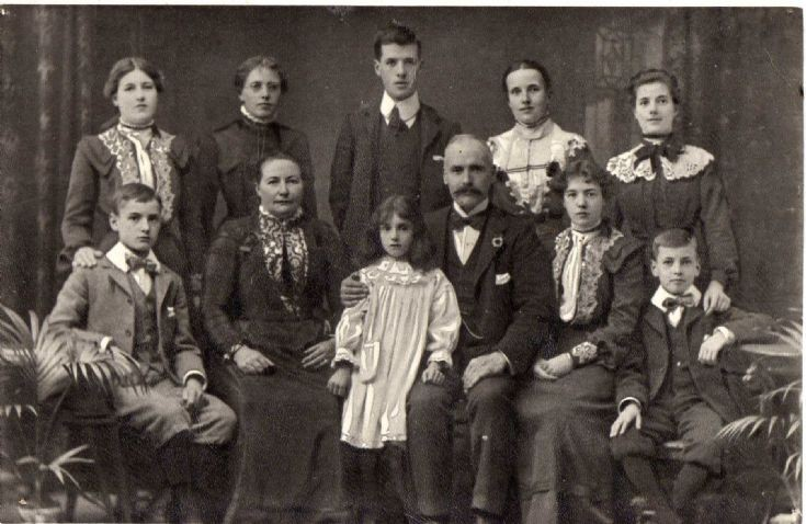 Helen Mason McClymont and family